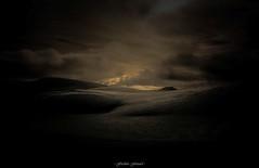 Clair-Obscur sur les Highlands (Frdric Fossard) Tags: texture nature montagne highlands lumire hiver grain ombre sombre neige nuage paysage cairngorms benmacdui clart clairobscur landes cosse lueur