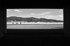 Un quadro di colline -  A framework of hills. (sinetempore) Tags: unquadrodicolline aframeworkofhills biancoenero lackandwhite colline hills ombra shadow luce light cielo sky nuvole clouds torino turin lingotto exstabilimentofiat exfiatfactory
