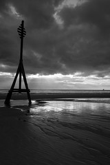 Heavy Sky.  Crosby Beach. (tabulator_1) Tags: blackwhite crosby crosbybeach