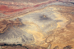 2016_06_02_lax-ewr_427 (dsearls) Tags: river utah flying desert aviation united country canyon aerial erosion rivers geology ual canyons arid aerialphotography jurassic stratigraphy unitedairlines windowseat windowshot weathering 20160602