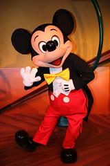 Mickey Mouse (sidonald) Tags: tokyo disney mickey mickeymouse greeting tokyodisneyland toontown tdl tdr tokyodisneyresort    thruthemirror