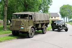 1955 DAF YA 314 and 1950 Willys Jeep (Davydutchy) Tags: netherlands truck army ride military may nederland hobby voiture lorry vehicle 314 frise rit heer convoy paysbas ya friesland armee leger niederlande militr daf reenacting lkw 2016 frysln militair frisia rondrit langweer tocht langwar kolonne poidslourd legervoertuig legergroen ya314