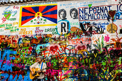 Lennon Wall of Prague : the Lennonova ze (Sannou In The Middle) Tags: colors canon prague couleurs praha czechrepublic busker lennon extrieur rpubliquetchque lennonwall lennonovaze canoneos600d