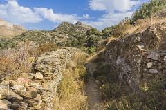 Caminos revirados (Nebelkuss) Tags: mar mediterranean mediterraneo greece grecia greekislands islas naxos egeo aegeansea cicladas