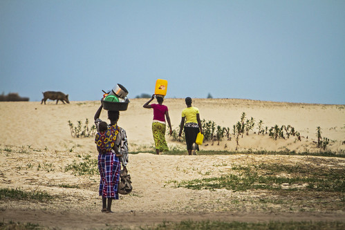 Fetching water during dry season, Mongu, Western Zambia. Photo by Felix Clay/Duckrabbit, 2012.