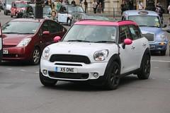 Mini Countryman (kenjonbro) Tags: uk pink england white london westminster diesel trafalgarsquare mini sd cooper bmw charingcross 2012 sw1 all4 newmini bmwmini countryman 2000cc worldcars pinkroof modernmini kenjonbro canoneos5dmkiii x5one