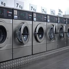 En attendant Wolfgang #12 (The smiling monkey) Tags: de gris à grigio interior gray machine grau innen laundry laundromat washing ropa interno intérieur lavadora lavanderia waschmaschine laver lavoir lavandería lavelinge lavatrice wäscherei