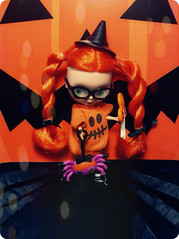 Halloween Decorating With Jacquelyn (Teahoshi) Tags: halloween witch blythe petite jacquelyn