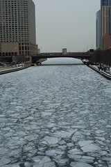 Chicago River (Fret Spider) Tags: winter chicago zeiss canon river frozen downtown general 55mm 5d metropolis iceberg manual manualfocus metropolitan ze rivernorth carlzeiss manuallens canoneos5dmarkiii canon5diii otus1455 zeissotus otus1455ze
