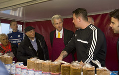 "Geert Wilders bakt stroopwafels • <a style=""font-size:0.8em;"" href=""http://www.flickr.com/photos/45090765@N05/13248736974/"" target=""_blank"">View on Flickr</a>"
