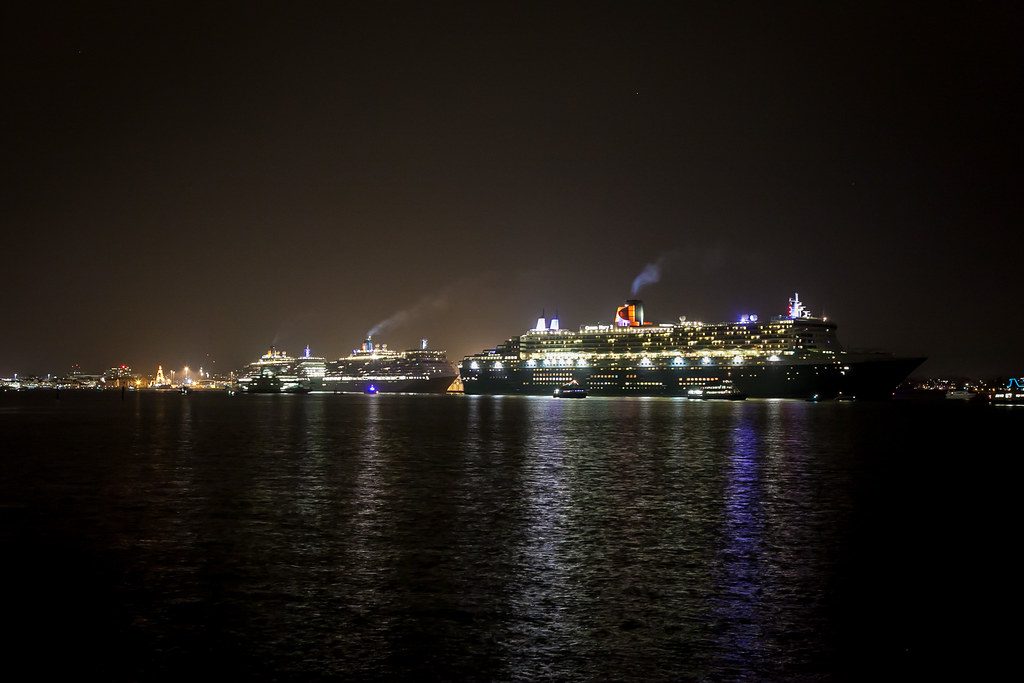 Three Queens at night