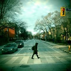 505 Dundas, Beverley Street (grecomic) Tags: winter toronto mobilephone pedestrians cellphonecamera dundasstreetwest retrocamera dundasstw beverleystreet fudgecan