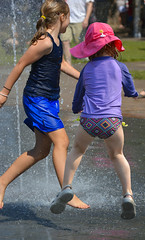 Everyboby JUMP (swong95765) Tags: girls wet water fountain sunshine kids fun jump jumping play airborne