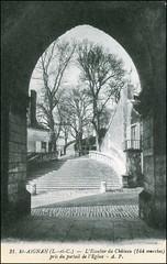 4883 R Saint-Aignan-sur-Cher 21. Saint-Aignan (Loir-et-Cher) - L'Escalier du Chteau (144 marches) pris du portail de l'Eglise - A. P. (Morton1905) Tags: de 21 du r p chteau pris 144 marches leglise loiretcher portail saintaignansurcher lescalier 4883 a saintaignan