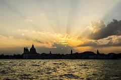 Venecia es Luz (J Fuentes) Tags: sunset italy sun sol flickr italia save rays venecia venezia rayos