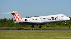 Volotea Boeing 717-2BL EC-LPM (StephenG88) Tags: man airbus boeing 717 v7 manchesterairport egcc 712 voe 717200 24516 23l 23r 52416 volotea eclpm 24thmay2016
