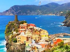 Vernazza - Cinque Terre (marti_na91) Tags: travel sea italy colors mare liguria tourist case cinqueterre vernazza