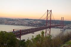 152 de 365 rojo (pico_de_la_miel) Tags: portugal atardecer rojo lisboa construccin almada acero estructura puentecolgante rotajo tirantes riotejo estuario puente25deabril