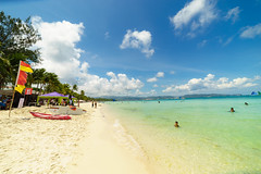 white sand of Boracay (Andy-Hsieh) Tags: travel blue sea sky orange green zeiss landscape 50mm sand sony carl f2 24mm boracay za  f28 a7   ssm  planar distagon   oceam  14mm a7ii samyang     a72  a7m2 ilce7m2
