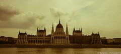 Parlamento de Budapest (raperol) Tags: travel viaje 300d budapest 2006 hungra parlamento airelibre