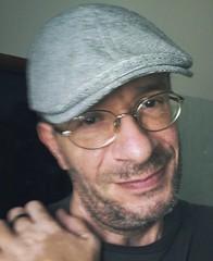 Berretto da furbetto (Mackley ) Tags: selfportrait myself autoscatto selfie 2016 selfego lomofakersleague berretto mackley pubblicatasuflickr lomografiascherzo