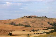 20160704_crete_senesi_siena_tuscany_66u67 (isogood) Tags: italy landscapes horizon country scenic tuscany crete siena cretesenesi asciano senesi