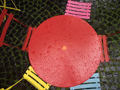 Colours in Rain (gunnar_fuchs) Tags: aachen regen tisch