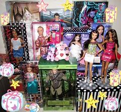 Birthday delightful gifts (^_^) (Nickolas Hananniah) Tags: barbie barbiedoll fashiondoll barbiefashionistas model muse legolasken supermanken henrycavil whitequeen jenny shion marisa curvy tall mlp mylittlepony monsterhigh janeboolittle fashionfeverbarbie boxes gifts takara tomy