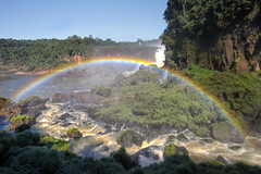 Full Rainbow (roevin | Urban Capture) Tags: world park new brazil tree green fall nature water argentina river wonder one stream border 7 wideangle falls gravity national waterfalls level edge streams iguazu wonders distribution iguau iguaufalls fozdoiguau iguassufalls iguazfalls cataratasdoiguau rumbles puertoiguaz 7wondersoftheworld