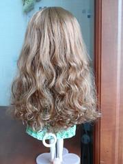 пыталась волосы в порядок привести