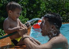 Agosto/24 (Flaminico) Tags: summer game water pool drops agua venezuela piscina gotas verano juego padre nio yaracuy manguera twittertuesday