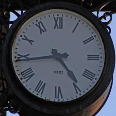 clock (Leo Reynolds) Tags: clock canon eos time 7d squaredcircle f80 iso160 0003sec hpexif 05ev 219mm xleol30x xclockx sqset105 xxx2014xxx