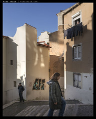 _Q116_L1120235 copy (mingthein) Tags: life street leica people portugal lisbon 28mm streetphotography solo pj q ming 116 reportage typ onn 2817 thein photohorologer mingtheincom availableliight