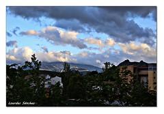 Nubes y claros (Lourdes S.C.) Tags: contraluz atardecer andaluca ciudad cielo nubes jan montaas