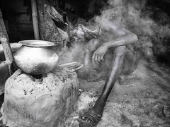 Slum Kolkata (daniele romagnoli - Tanks for 14 million views) Tags: blackandwhite bw india blackwhite nikon asia kolkata calcutta slum biancoenero slums fumo indiani calcuta d810 romagnolidaniele