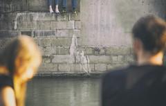 Its A Love Story (C_MC_FL) Tags: vienna wien city summer people woman man feet water wall canon river relax photography eos austria sterreich focus wasser fotografie dof sommer wand paar citylife depthoffield stadt mann frau tamron personen schrfentiefe fokus donaukanal tiefenschrfe flus 18270 rasten 60d b008 fse