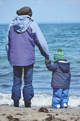 Just how big is the sea? (ercastrob) Tags: sea germany mother son baltic ostsee travemnde