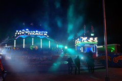 . (Le Cercle Rouge) Tags: paris france night luna lunapark nuit 75012 humans foiredutrne moonraker humains attractionpark strangenight wwwlecerclerougecom lombredudoute