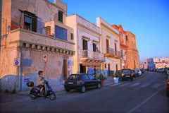 Gallipoli, la riviera Nazario Sauro al tramonto. (Adriano_2) Tags: old houses light sunset sea urban italy architecture digital canon landscape eos europa europe mediterranean riviera italia tramonto mare colours digitale it case 5d urbano drawn colori gallipoli salento puglia architettura extraordinary luce paesaggio lecce mkii sauro mediterranee ionio nazario straordinaria tradizionali disegnate