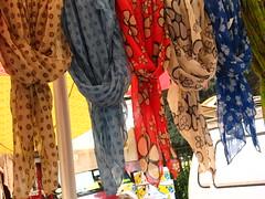 Mercato rionale a Milano (Luciano ROMEO) Tags: milano fave banane kiwi frutta mercato pomodori mele carciofi verdura asparagi bancarelle rionale ortofrutta