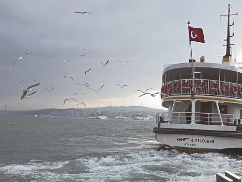 Metro-Ferry Ahmet H Yildirim. Conexión con la parte asiática. Istambul. Marzo 2011