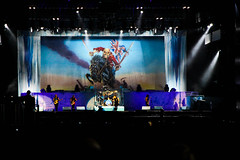Iron Maiden (Andreza Menezes) Tags: show trip blue red brazil sky people verde green love colors rio metal azul brasil night cores de lights pessoas colorful janeiro dusk amor felicidade happiness cu vermelho viagem noite ferriswheel luzes eddie slayer ironmaiden mos anoitecer rodagigante palco stagehands fotoclube edwardthehead rockinrio2013 slayerblue slayergreen