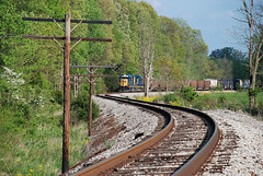 More than semaphores (Alcophile) Tags: indiana trains railroads csx gp402 vision:outdoor=0978