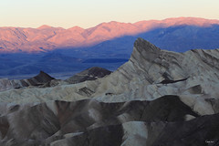 Manly Beacon at Sunrise from Zabriskie Point - California (Geourjon Benoit) Tags: california park usa sunrise point landscape death dawn united manly national valley states badlands zabriskie paysage beacon unis etats