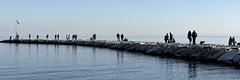 aspettando l'estate... (Piero Donofrio) Tags: mare gente italu ombre cielo luci azzurro puglia molo pescatore mattinata daunia