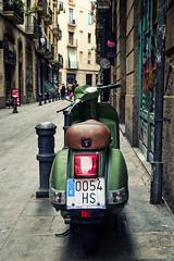 Green Vespa (j.borras) Tags: barcelona green vespa bcn olive scooter piaggio xe1