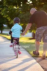 bici sicura (quintaainveruno) Tags: closeup italia ciclismo bici ferrara fotografia padre verticale bicicletta bambino giorno sicurezza duepersone figuraintera caucasico immagineacolori