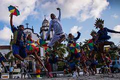 (Jr Manolo) Tags: carnival brazil sun sol brasil dance jump capoeira joy culture heat carnaval salto alegria recife dana pulo pernambuco cultura olinda calor frevo passista canon70d passistafrevo manololimajr