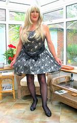 Goditutustnd-004 (fionaxxcd) Tags: redlipstick stilettoes petticoats rednailslongblondeha