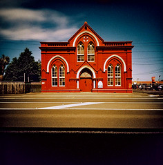 Dunedin red (Stephen Dowling) Tags: travel newzealand summer 120 film mediumformat xpro lomography crossprocessed lomographyxpro200 lomolca120